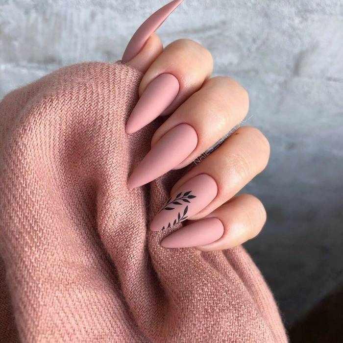 Матовый розовый дизайн ногтей