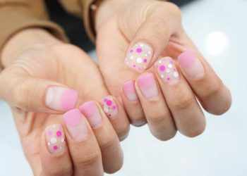 JamAdvice_com_ua_Negative-space-in-the-summer-manicure-28751175_182714072345095_4820134847320162304_n