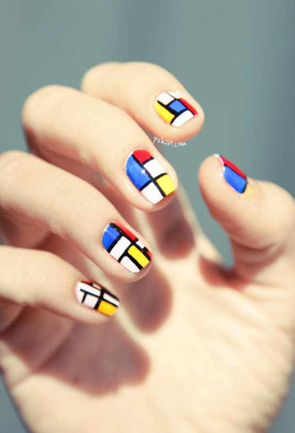 Яркие узоры на ногтях — мозаичный маникюр