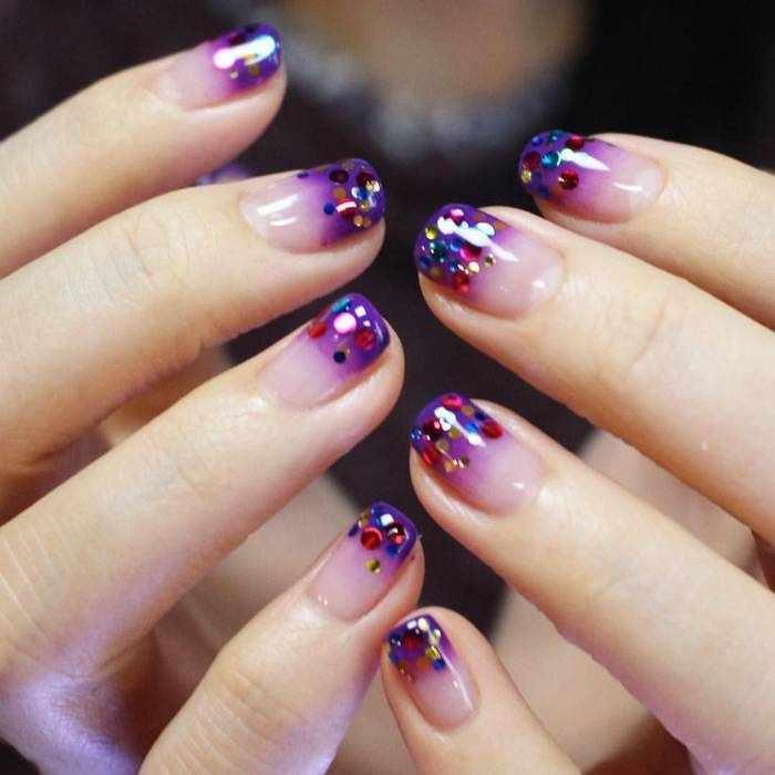 Омбре с блестками на ногтях