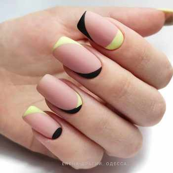 JamAdvice_com_ua_fashionable-moon-nail-art_10