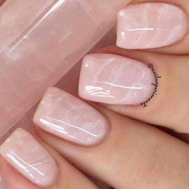 Мраморный маникюр — розовый кварц