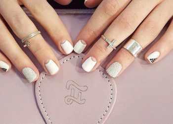 JamAdvice_com_ua_colorful-moon-manicure-36