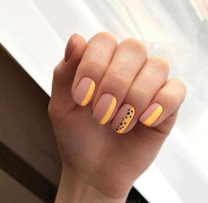 Матовый желтый дизайн ногтей