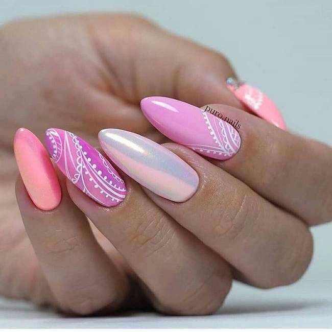 Розовый дизайн ногтей с втиркой