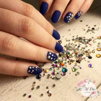 JamAdvice_com_ua_blue-nail-art-with-rhinestones_2