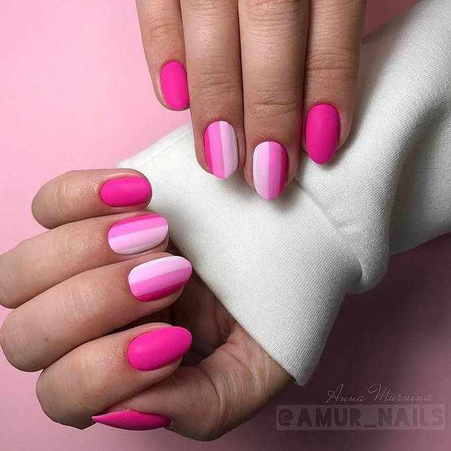 Ярко-розовый маникюр