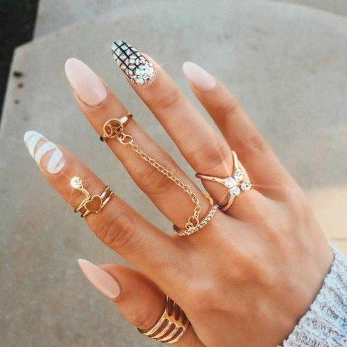 Модный красивый рисунок ногтей – каменный маникюр