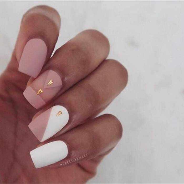 Бежевый матовый дизайн ногтей