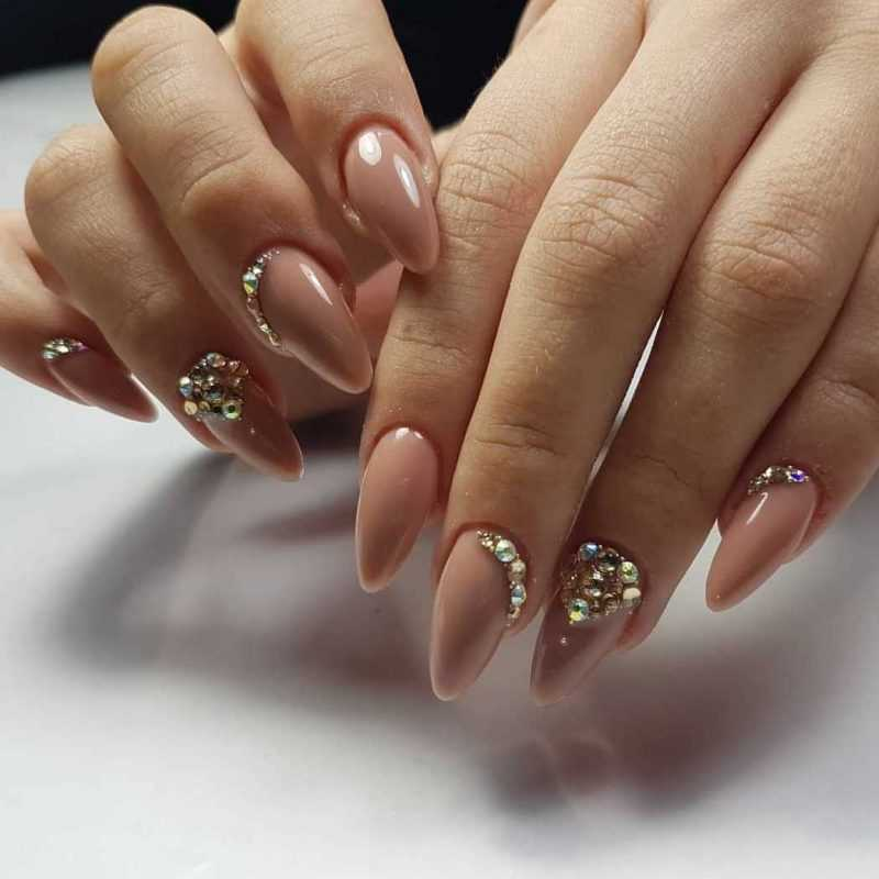 beige-nail-80