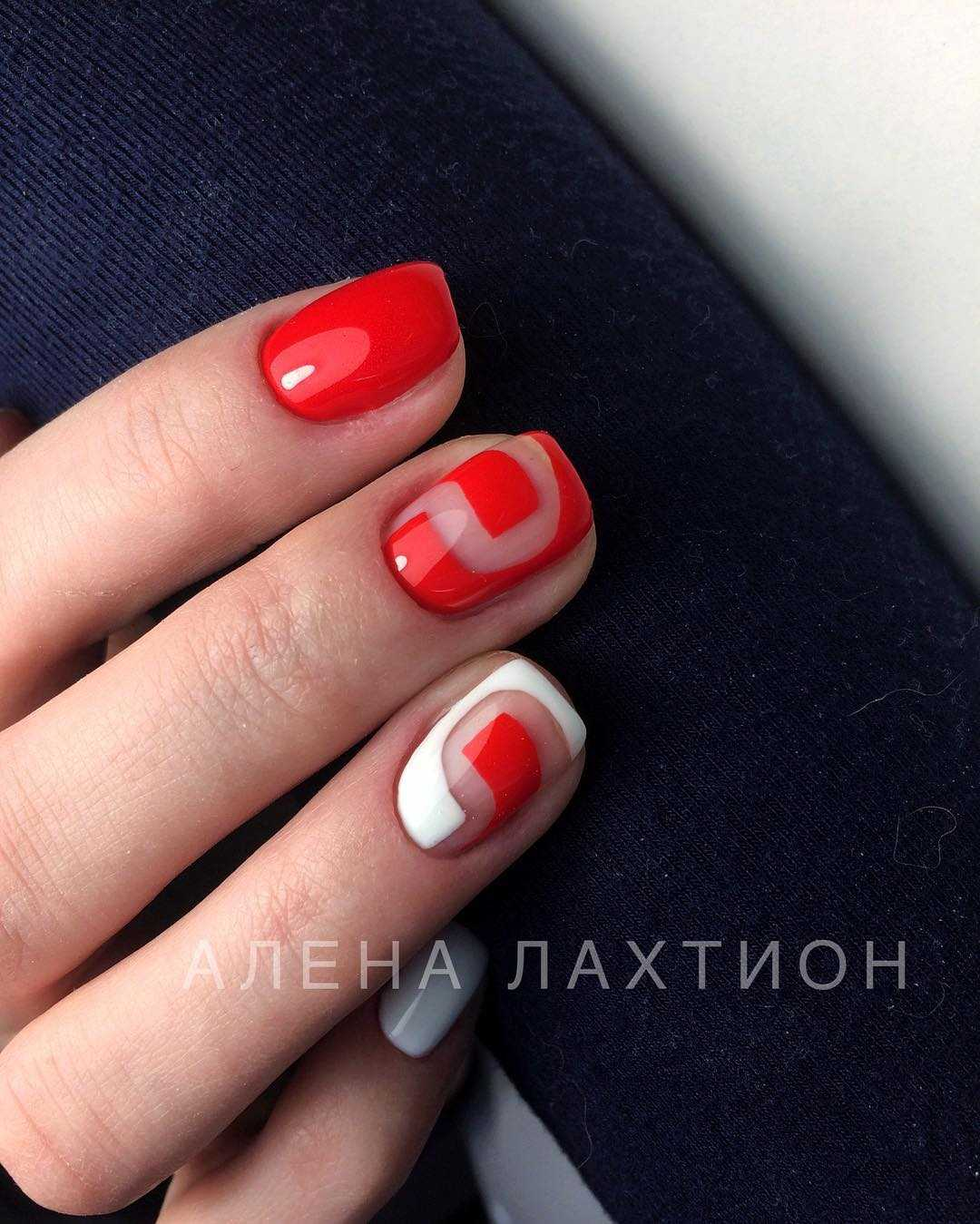 красный выпускной маникюр