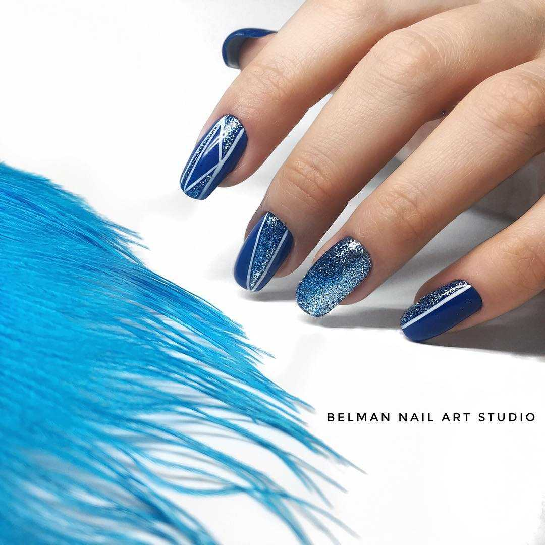 синий блестящий маникюр